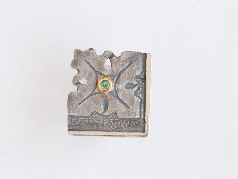 anillo con esmeralda