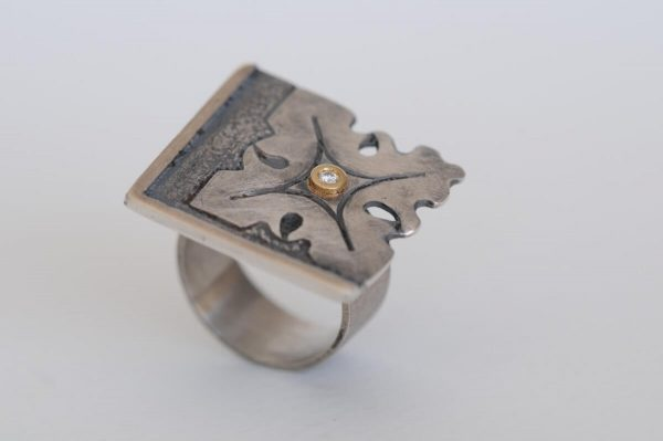 anillo plata brillante fragments detalle