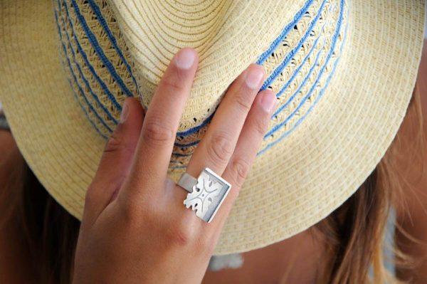 anillo plata fragments mano