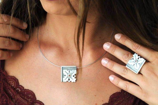 anillo plata rubi fragments cuello