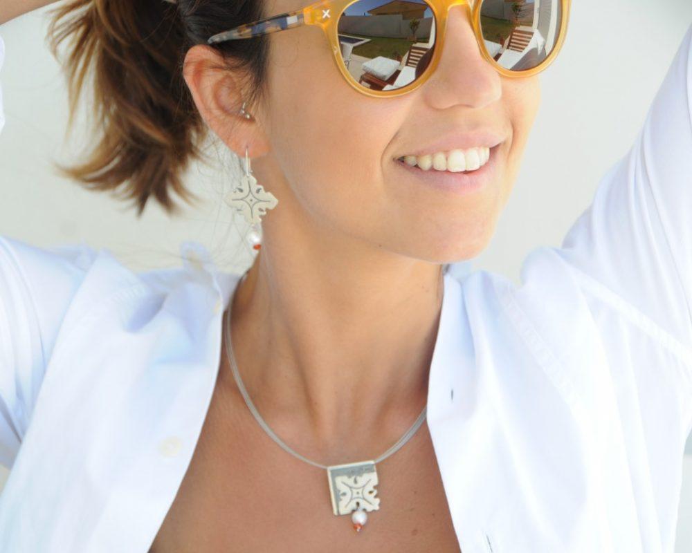 Colgante de plata con perla y cornalina